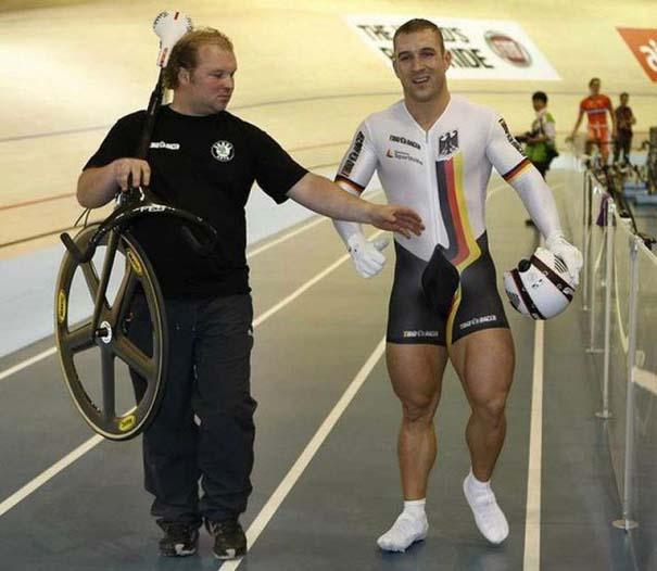 Ο Γερμανός ποδηλάτης με τα τεράστια πόδια (12)
