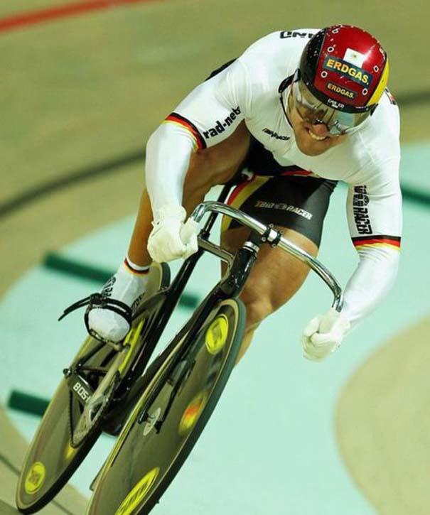 Ο Γερμανός ποδηλάτης με τα τεράστια πόδια (21)
