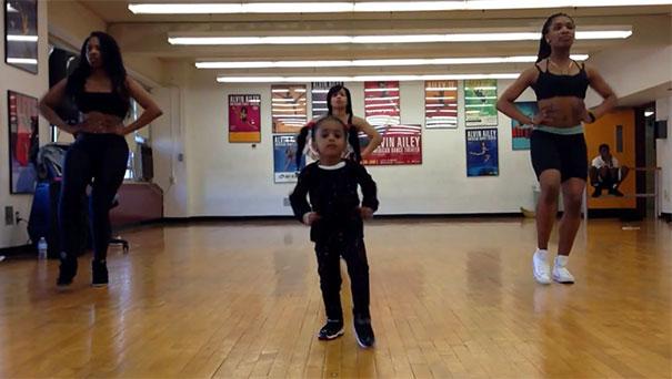 Κοριτσάκι 2 ετών σε χορογραφία της Beyonce