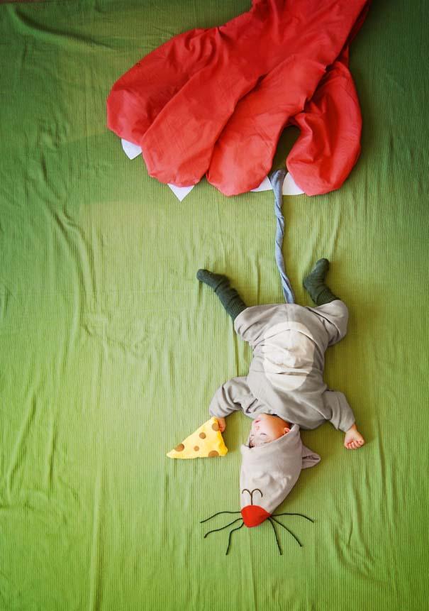 Μητέρα μετατρέπει τον ύπνο του μωρού της σε φανταστικές περιπέτειες (10)