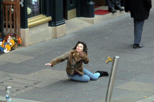 Η Scarlett Johansson έπεσε... και το Internet ανέλαβε δράση! (16)