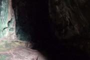 Τι υπάρχει μέσα σε αυτή τη σπηλιά; (1)