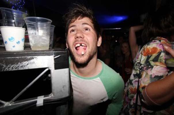 Τραγικές και αστείες στιγμές σε Clubs (22)