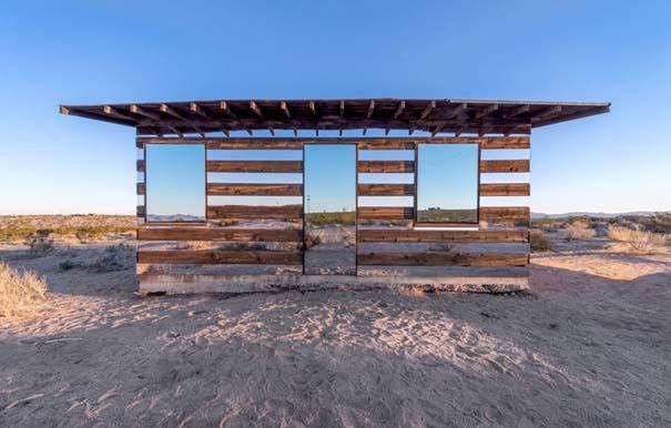 Ένα φαινομενικά «διάφανο» σπίτι στην έρημο (1)