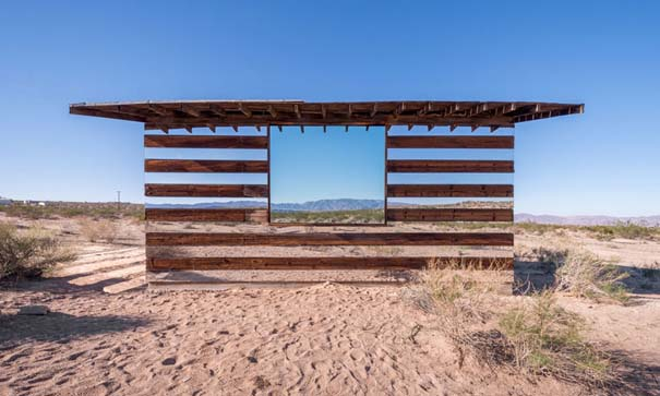 Ένα φαινομενικά «διάφανο» σπίτι στην έρημο (2)