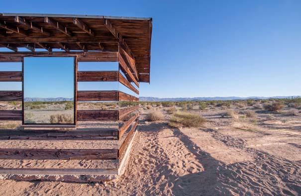 Ένα φαινομενικά «διάφανο» σπίτι στην έρημο (3)