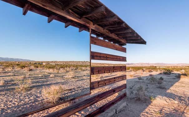 Ένα φαινομενικά «διάφανο» σπίτι στην έρημο (5)