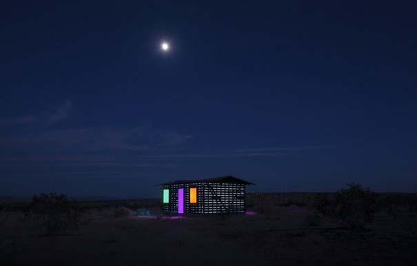 Ένα φαινομενικά «διάφανο» σπίτι στην έρημο (10)