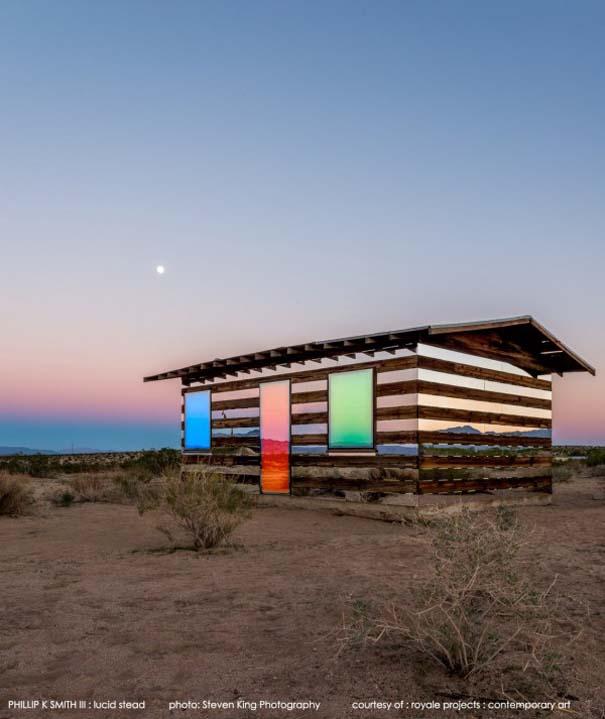 Ένα φαινομενικά «διάφανο» σπίτι στην έρημο (8)
