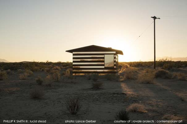 Ένα φαινομενικά «διάφανο» σπίτι στην έρημο (7)