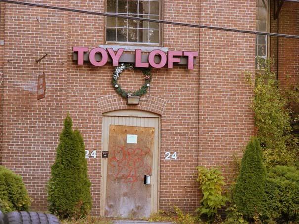 Φωτογραφίες από εγκαταλελειμμένα εργοστάσια παιχνιδιών (2)