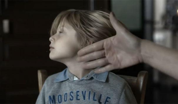 Η Γαλλική διαφήμιση κατά της ενδοοικογενειακής βίας που σοκάρει