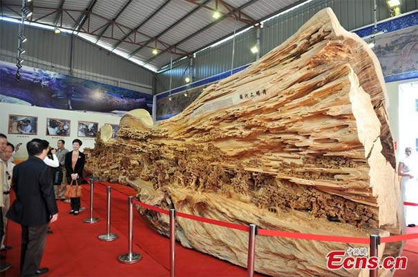Το μεγαλύτερο γλυπτό από ένα κομμάτι ξύλο που έχετε δει (2)