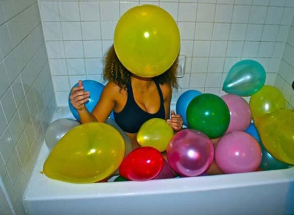 Άνθρωποι που κάνουν μπάνιο σε παράξενα πράγματα (13)