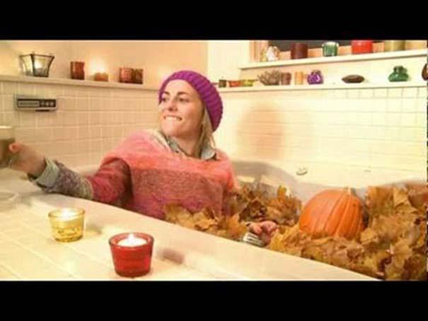 Άνθρωποι που κάνουν μπάνιο σε παράξενα πράγματα (26)