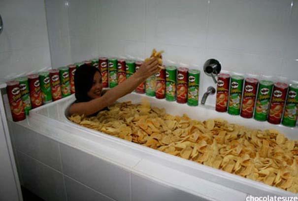 Άνθρωποι που κάνουν μπάνιο σε παράξενα πράγματα (33)