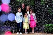 Οικογένεια στόλισε 500.000 χριστουγεννιάτικα λαμπάκια μήκους 48χλμ (1)