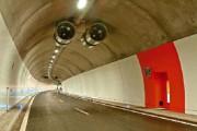 Όχημα που καθαρίζει τα τούνελ στην Ελβετία (1)