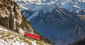 Ο πιο απότομος οδοντωτός σιδηρόδρομος στον κόσμο με 48% κλίση