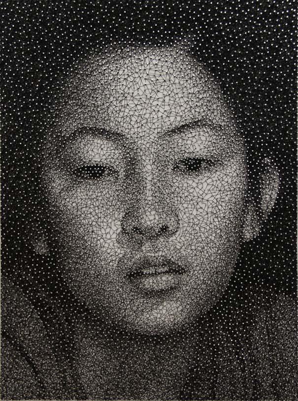 portraita-apo-klwsti-pou-tyligetai-gyrw-apo-xiliades-karfia-02