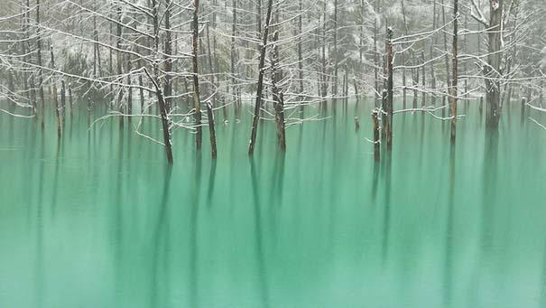Η υπέροχη μπλε λίμνη στην Ιαπωνία που αλλάζει χρώμα (2)