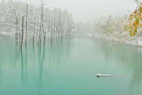 Η υπέροχη μπλε λίμνη στην Ιαπωνία που αλλάζει χρώμα (3)