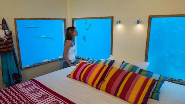 Υποβρύχιο δωμάτιο σε πλωτό ξενοδοχείο στην Αφρική (10)