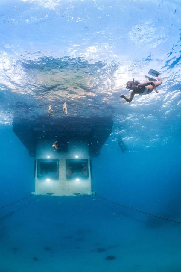 Υποβρύχιο δωμάτιο σε πλωτό ξενοδοχείο στην Αφρική (8)
