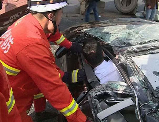 Ζευγάρι επέζησε από τρομακτικό τροχαίο ατύχημα (7)
