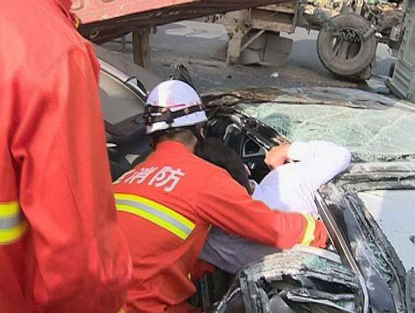 Ζευγάρι επέζησε από τρομακτικό τροχαίο ατύχημα (8)