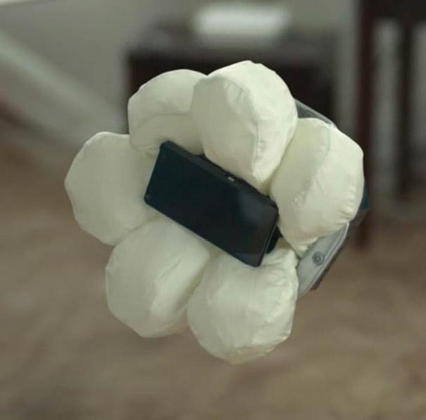 Αερόσακος για κινητά τηλέφωνα από την Honda