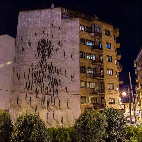 Φιγούρες σε τοίχο πολυκατοικίας (3)