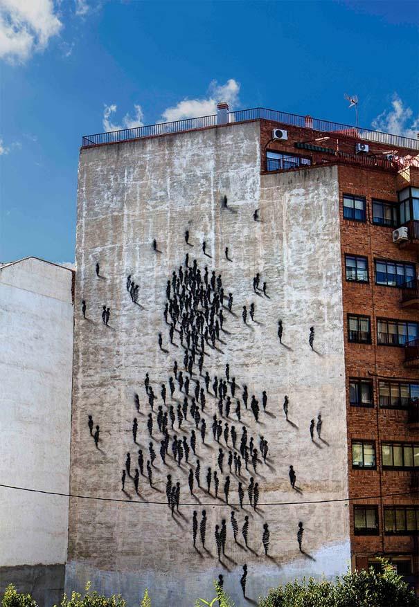Φιγούρες σε τοίχο πολυκατοικίας (4)