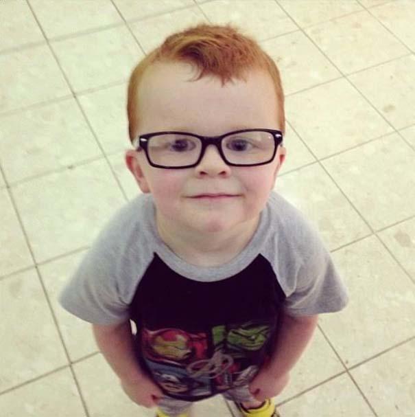 Πείθοντας τον Noah να φορέσει γυαλιά (1)