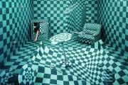 Καλλιτέχνιδα μετατρέπει ένα δωμάτιο σε σουρεαλιστικά τοπία χωρίς Photoshop (8)