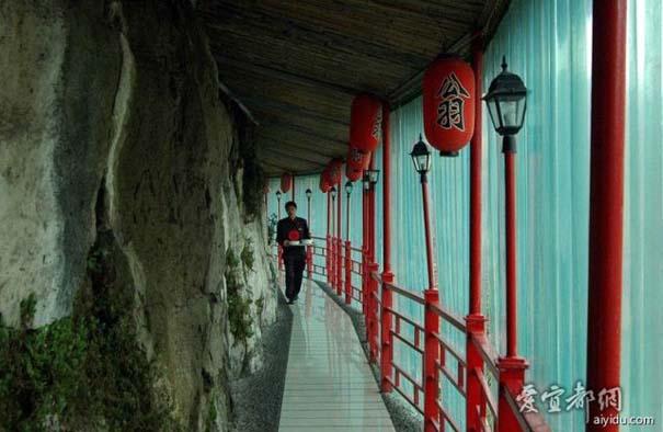 Κινέζικο εστιατόριο κρέμεται πάνω από τον γκρεμό (4)