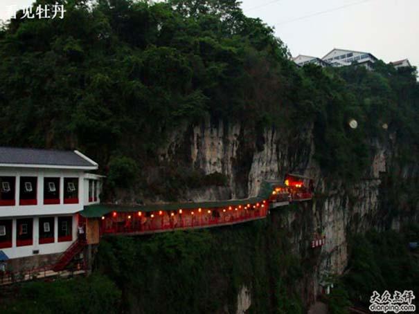 Κινέζικο εστιατόριο κρέμεται πάνω από τον γκρεμό (7)