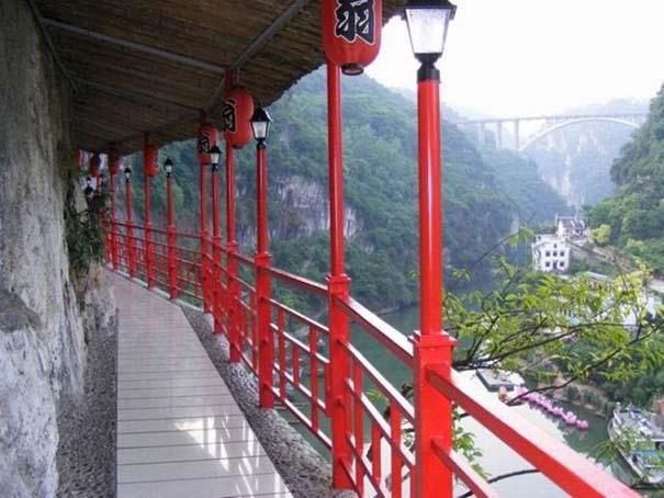 Κινέζικο εστιατόριο κρέμεται πάνω από τον γκρεμό (10)