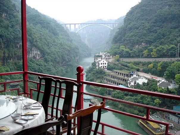 Κινέζικο εστιατόριο κρέμεται πάνω από τον γκρεμό (11)