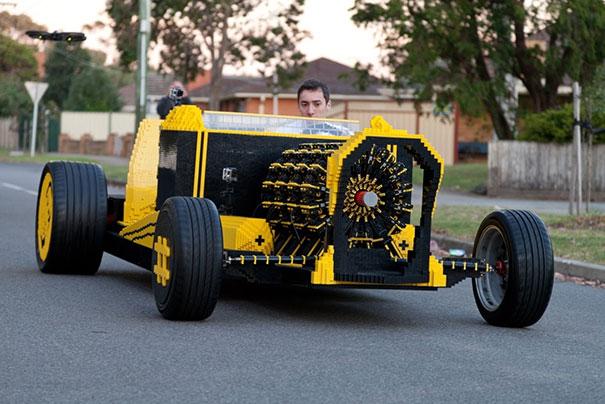Λειτουργικό αυτοκίνητο από 500.000 Lego