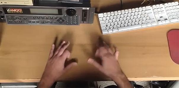 Ντράμερ με τα δάχτυλα