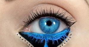 Make-up artist δημιουργεί παραμυθένια μακιγιάζ ματιών