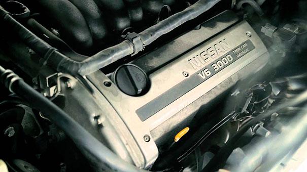 Πολυτελής διαφήμιση για ένα μεταχειρισμένο Nissan του 1996