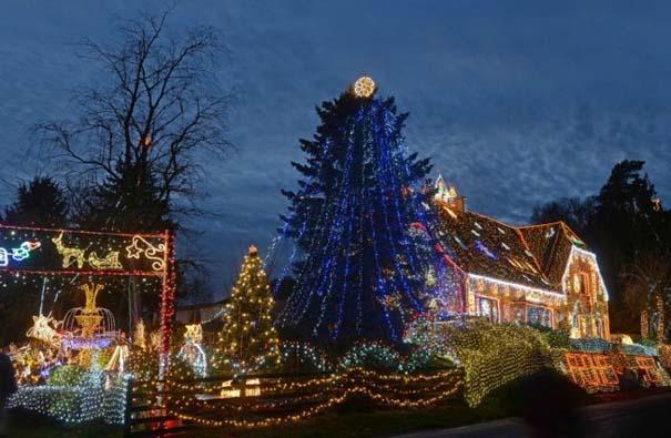 Στόλισε το σπίτι του με 450.000 χριστουγεννιάτικα λαμπάκια (2)