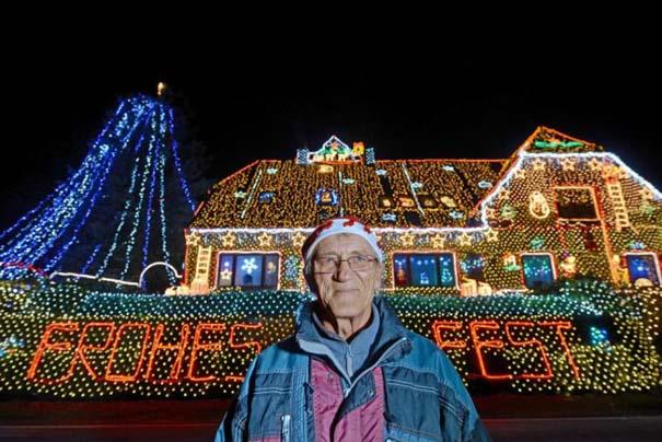 Στόλισε το σπίτι του με 450.000 χριστουγεννιάτικα λαμπάκια (3)