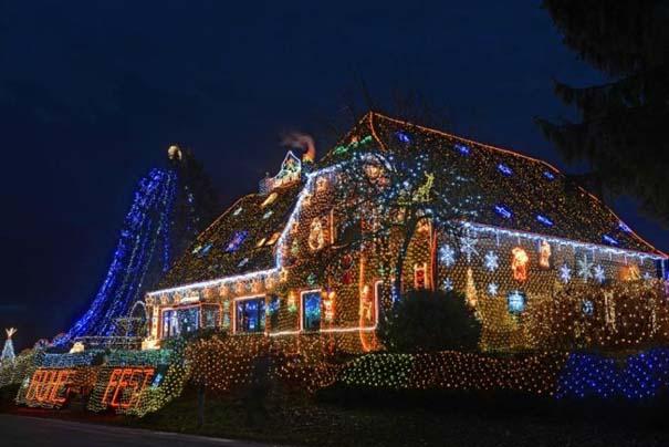 Στόλισε το σπίτι του με 450.000 χριστουγεννιάτικα λαμπάκια (8)