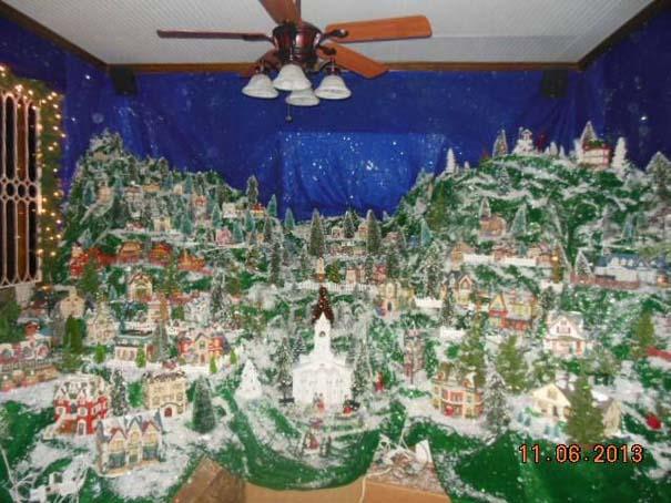 Στολίζοντας ένα ολόκληρο χριστουγεννιάτικο χωριό μέσα σε ένα δωμάτιο (8)