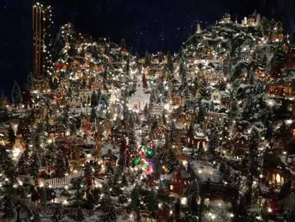 Στολίζοντας ένα ολόκληρο χριστουγεννιάτικο χωριό μέσα σε ένα δωμάτιο (14)