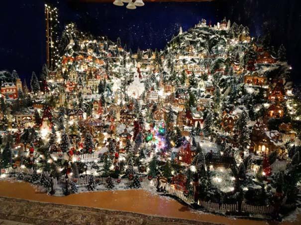 Στολίζοντας ένα ολόκληρο χριστουγεννιάτικο χωριό μέσα σε ένα δωμάτιο (29)