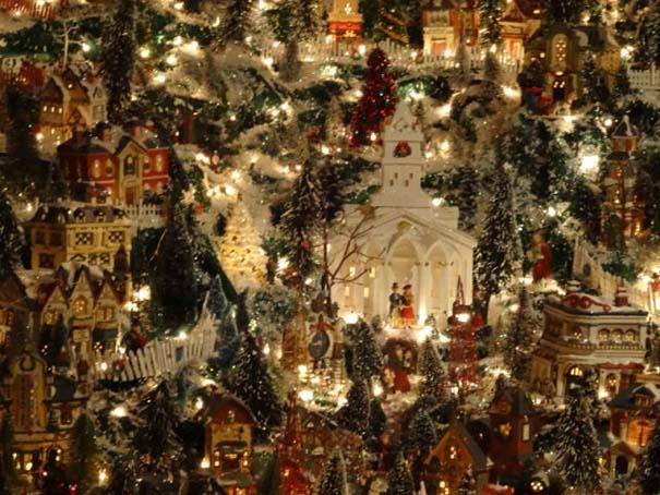 Στολίζοντας ένα ολόκληρο χριστουγεννιάτικο χωριό μέσα σε ένα δωμάτιο (17)